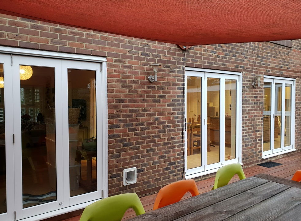 Closed 3 sets of Master White timber 1.8M bifold doors