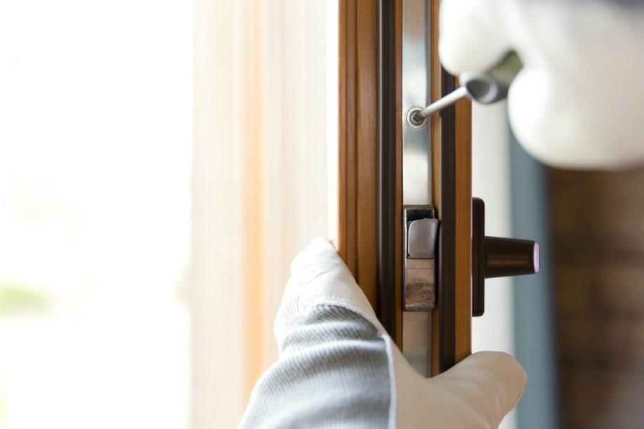 fixing a bifold door