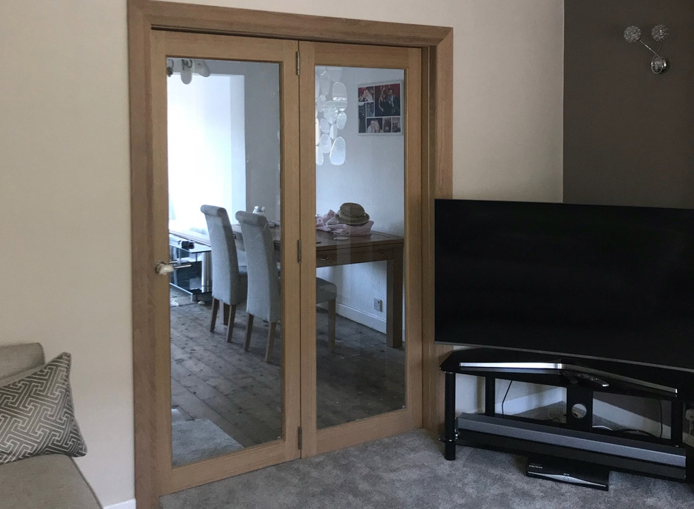 Closed Inspire internal bifold doors into the dining room